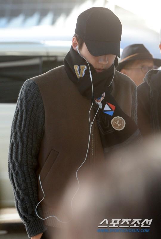 Sân bay MAMA Hồng Kông: Song Joong Ki tiều tụy bất ngờ, bà hoàng Lee Young Ae, EXO cùng dàn siêu sao đổ bộ - Ảnh 22.
