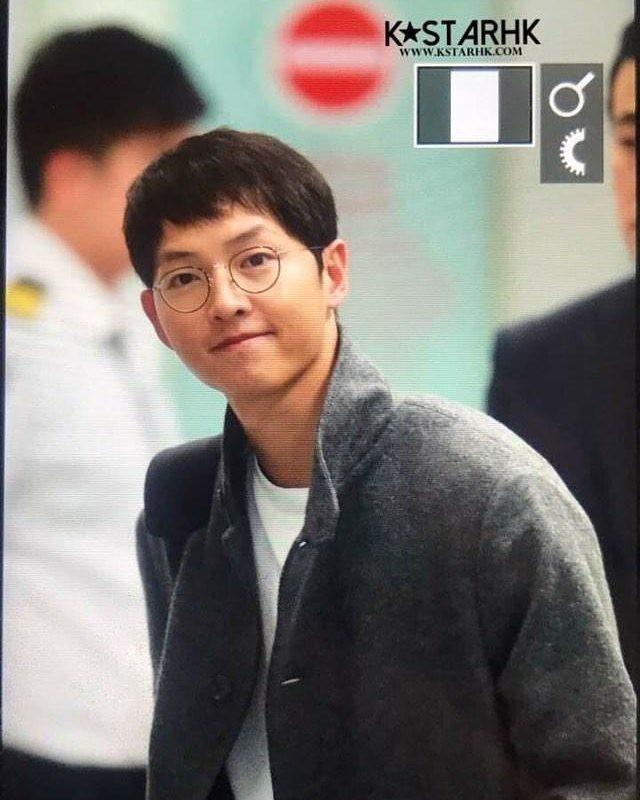 Sân bay MAMA Hồng Kông: Song Joong Ki tiều tụy bất ngờ, bà hoàng Lee Young Ae, EXO cùng dàn siêu sao đổ bộ - Ảnh 3.