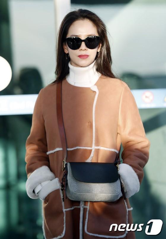 Sân bay MAMA Hồng Kông: Song Joong Ki tiều tụy bất ngờ, bà hoàng Lee Young Ae, EXO cùng dàn siêu sao đổ bộ - Ảnh 15.