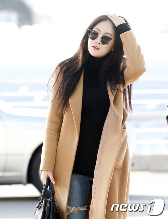Sân bay MAMA Hồng Kông: Song Joong Ki tiều tụy bất ngờ, bà hoàng Lee Young Ae, EXO cùng dàn siêu sao đổ bộ - Ảnh 17.
