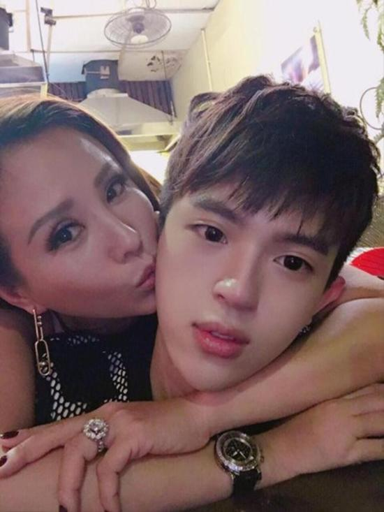 HH Thu Hoài khẳng định sẽ bảo vệ con trai, đá xéo Phạm Hương phản trắc?