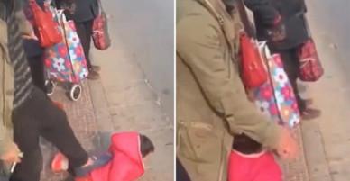 Cha tát, giẫm đạp con gái 2 tuổi ngoài lề đường không có lý do