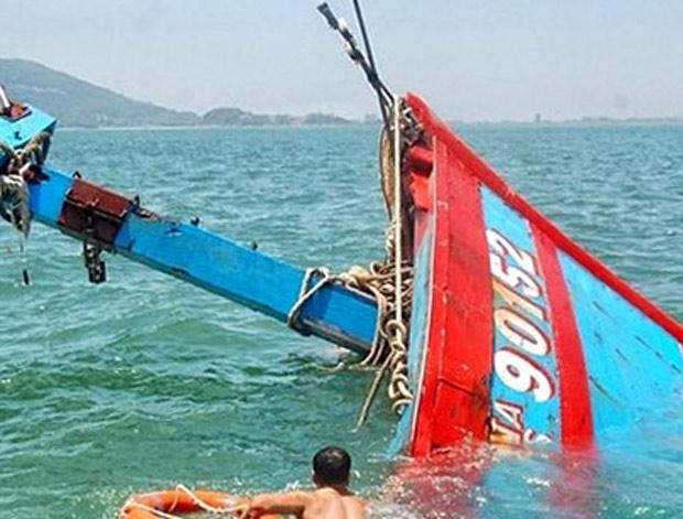 Cà Mau: Cứu thành công 7 thuyền viên trôi dạt trên biển