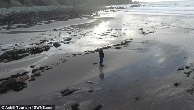 Ly kỳ chuyện bãi biển 13 năm mất tích lại đột ngột xuất hiện chỉ sau một đêm