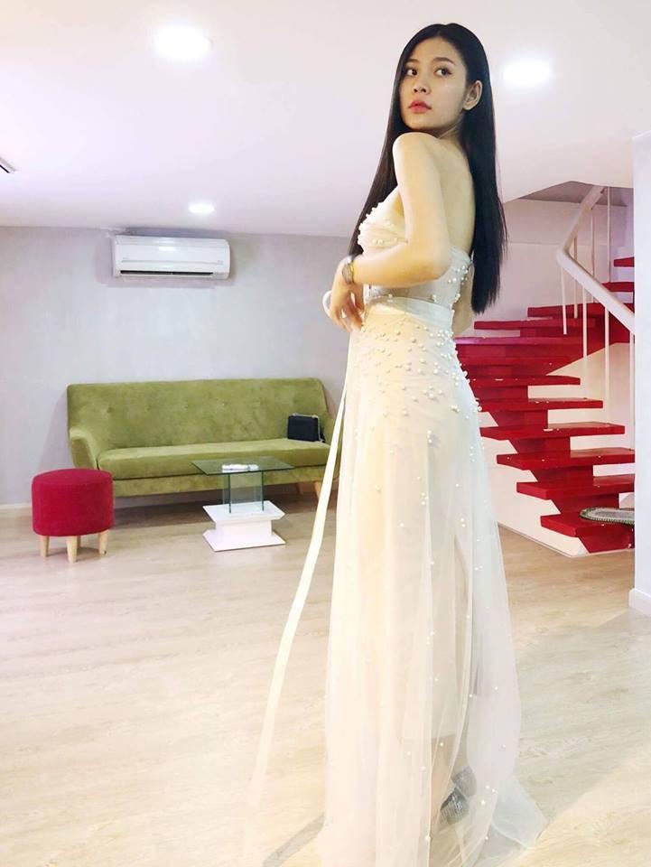 Sau khi được bạn trai cầu hôn lãng mạn, Chúng Huyền Thanh rạng rỡ đi thử váy cưới
