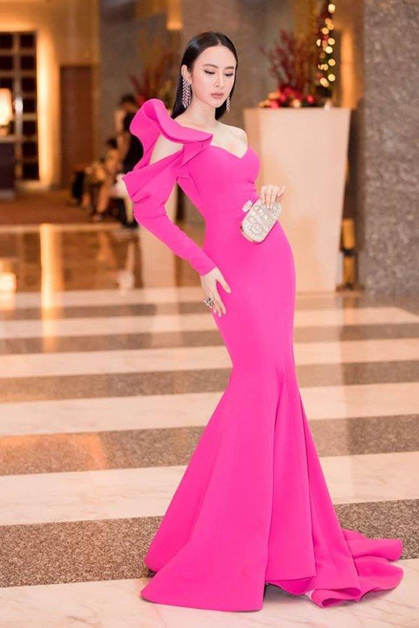 Angela Phương Trinh đẹp nhì tuần với váy một mất một còn