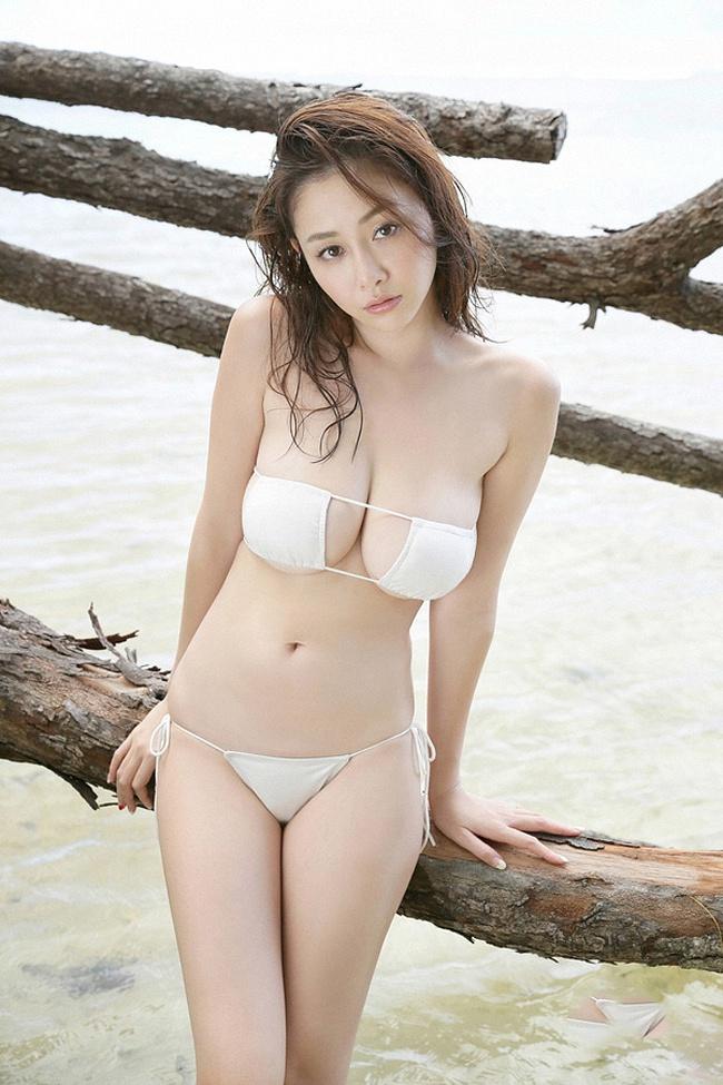 Bikini của kiều nữ Nhật khiến mày râu nhìn là muốn đi bơi