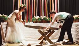 Khóc, cấm tắm, cưa gỗ - những phong tục cưới kỳ lạ trên thế giới