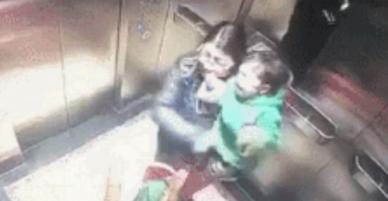 Mẹ vừa quay đi, bé 1 tuổi bị bảo mẫu đấm vào bụng, đánh mạnh lên đầu