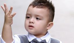 Cậu bé lai Việt - Đức mới 3 tuổi đã có gần 130k fan trên Facebook vì quá đáng yêu