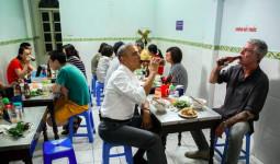 Du khách Hàn Quốc tìm bún chả Obama ở Hà Nội