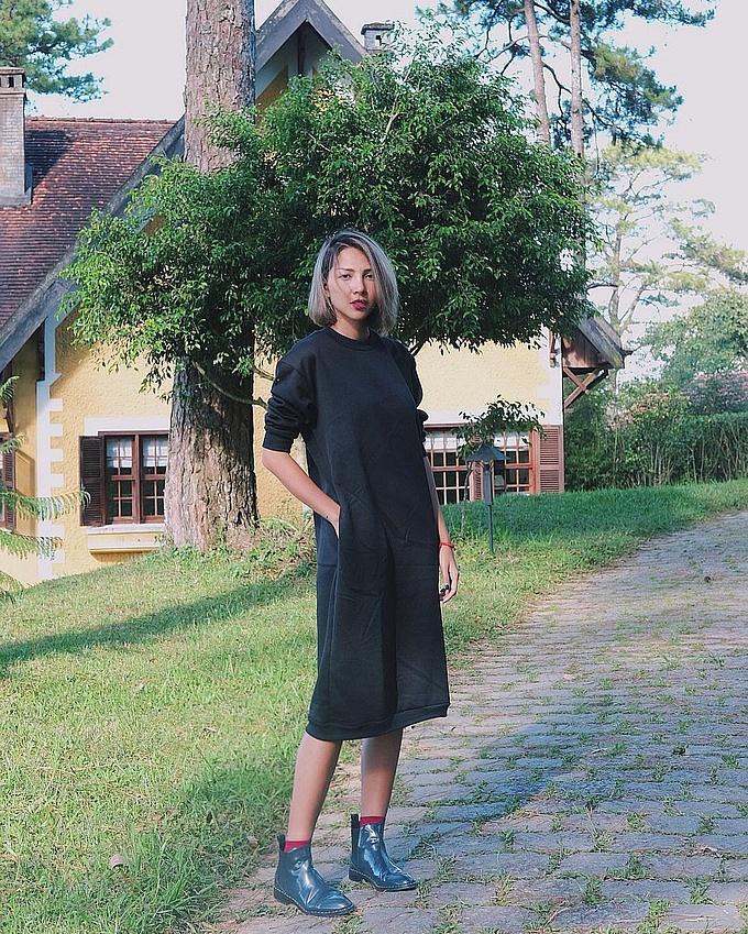 Mix một đôi bốt với 7 set đồ giống siêu mẫu Minh Triệu