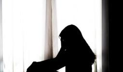 Nữ sinh Ấn Độ bị hiếp dâm, được cứu rồi bị chính ân nhân cưỡng bức