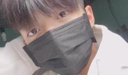 Không dán băng cá nhân nữa, hotboy urgo đã chuyển sang đeo khẩu trang cho giống sao Hàn