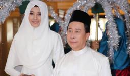 Người mẫu Kim Nhung làm cô dâu Malaysia bên Martin Yan