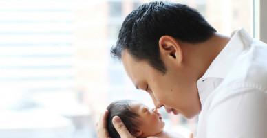 Khi bố thường vắng nhà, mẹ chỉ cần làm cách đơn giản này để con không bị thiếu hụt tình cảm