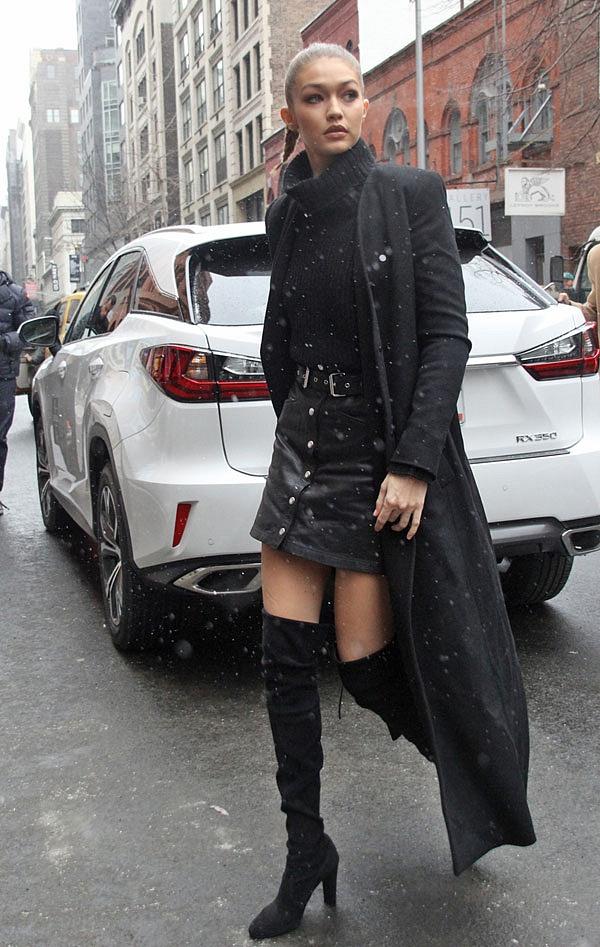 Đủ kiểu mix chân váy ngắn ngày đông lạnh từ sao Hollywood