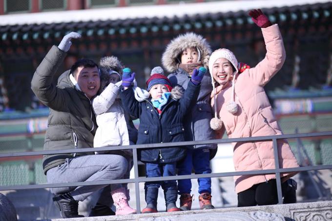 Gia đình Ốc Thanh Vân đã ghé thăm nhiều địa danh nổi tiếng ở Seoul, trong đó có Gyeongbokgung