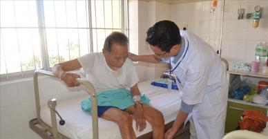Khánh Hòa: Thay thành công khớp háng bán phần cho cụ ông 104 tuổi