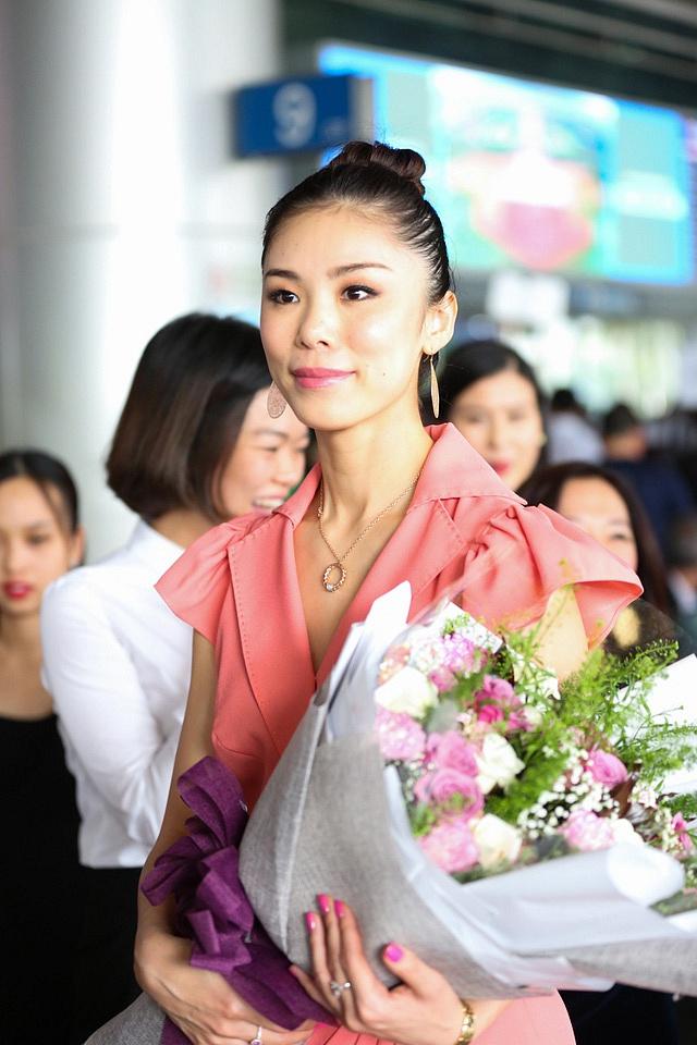 Hoa hậu Hoàn vũ 2007 Riyo Mori đẹp dịu dàng ngày đến Việt Nam
