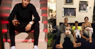 """Ronaldo """"gây bão"""" trước Siêu Kinh điển: Làm từ thiện, khoe gia đình viên mãn"""