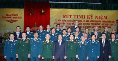 Thủ tướng dự Lễ kỷ niệm 45 năm Chiến thắng Hà Nội - Điện Biên Phủ trên không