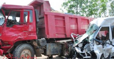 Ba ô tô tải va chạm liên hoàn trên Quốc lộ 1A, một người bị thương