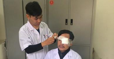 Người nhà bệnh nhân đánh bác sĩ gãy sống mũi, chấn thương mắt