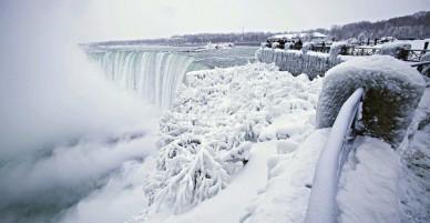 Cảnh tượng đáng sợ nhưng cũng hiếm gặp: Thác nước hùng vĩ bậc nhất nước Mỹ đóng băng dưới thời tiết giá lạnh