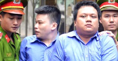 Hai thanh niên giật điện thoại xịn của du khách ở Sài Gòn