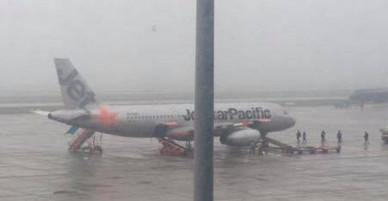 Máy bay Jetstar đi Sài Gòn hạ cánh ngay sau khi vừa cất cánh tại Nội Bài
