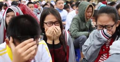 Hà Nội: HS cả trường cấp 2 khóc nghẹn khi nghe thầy giáo giảng về gia đình