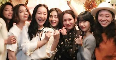Ảnh dàn khách mời trong sinh nhật nữ thần Son Ye Jin: Cả một rừng mỹ nhân tụ hội!
