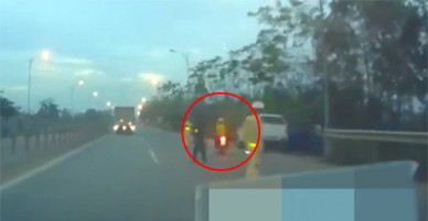 Né cảnh sát giao thông, đôi nam nữ đâm văng cảnh sát cơ động