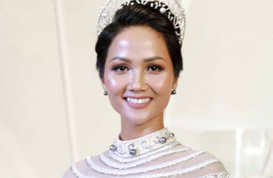 Hoa hậu HHen Niê diện váy khoét lườn trên thảm đỏ
