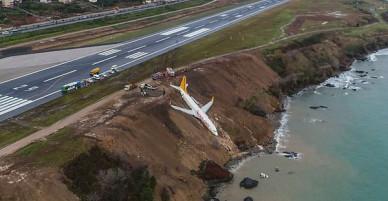 Máy bay lao thẳng xuống biển sau khi hạ cánh, 168 người sống sót an toàn, tránh được thảm kịch hàng không