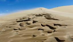 Trượt cát từ trên đỉnh đồi xuống, cả gia đình nhận ra hiện tượng huyền bí, các nhà khoa học đau đầu đi tìm lời giải