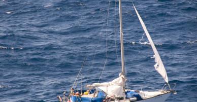 Cô gái sống sót phi thường sau 41 ngày lênh đênh trên biển