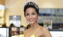 Hoa hậu HHen Niê diện váy xẻ ngực dự sự kiện