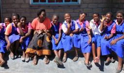 Ở nơi băng vệ sinh đắt bằng cả ngày lương, cứ đến tháng các thiếu nữ phải nghỉ học cả tuần vì xấu hổ
