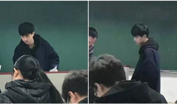 Chỉ sau 1 bức ảnh trông thi, thầy giáo trẻ bỗng nổi như cồn với biệt danh Hà Dĩ Thâm phiên bản đời thực