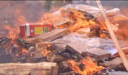 Tưới xăng đốt hủy 260 bánh heroin - VnExpress