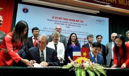 Giáo sư đạt giải Nobel y học giúp Việt Nam phòng chống HIV/AIDS và viêm gan virus