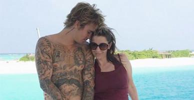 Justin Bieber tình cảm bên mẹ ở Maldives
