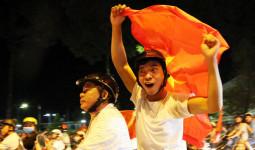 Người dân Đồng Nai đổ xuống đường ăn mừng U23 Việt Nam - VnExpress