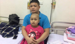 Người cha có con gái 7 tuổi mắc bệnh ung thư: Nguyện trắng tay cả đời để đổi lấy từng phút giây sự sống cho con