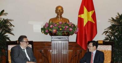 Phó Thủ tướng, Bộ trưởng Ngoại giao Phạm Bình Minh tiếp Đại sứ Phần Lan