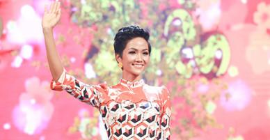 HHen Niê đi diễn sau khi trở lại Sài Gòn