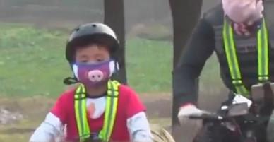 Bố bắt con trai 6 tuổi đạp xe 70 km mỗi ngày để rèn thể lực