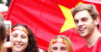 U23 vào hiệp phụ, nhiều khách Tây đã hô Việt Nam vô địch